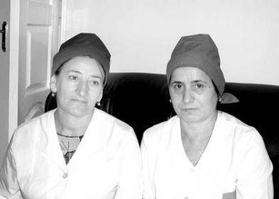 На фото: Яха Тайсумова (справа) и Жанати Исакова