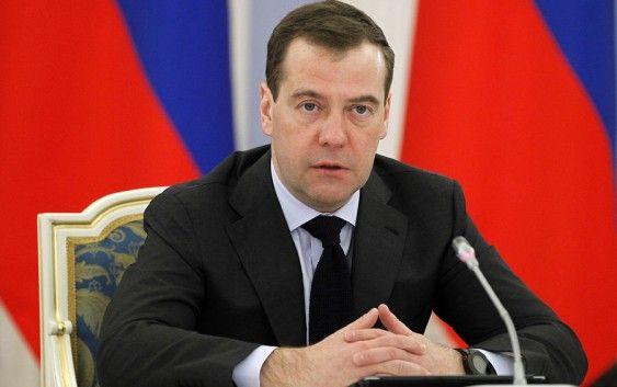 Медведев поручил к апрелю проработать вопрос индексации зарплат работникам госучреждений