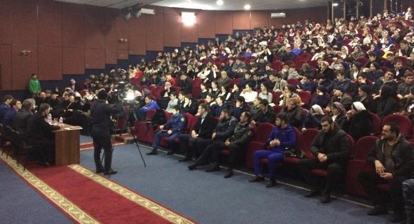 В г. Шали прошла встреча районного прокурора с молодежью