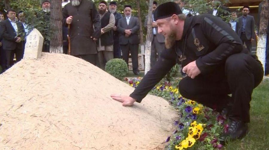 Рамзан Кадыров посетил исламские святыни в Узбекистане