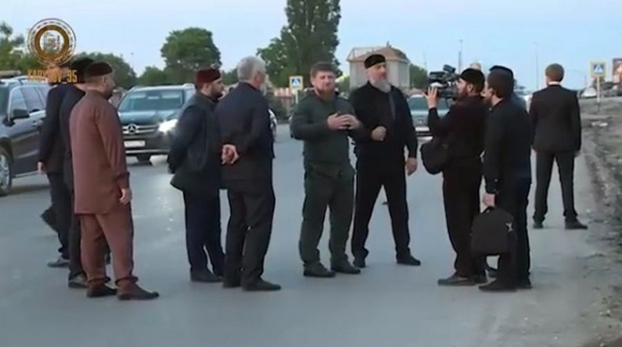Глава ЧР ознакомился с ходом реконструкции улиц Ханкальская и Узуева в Грозном