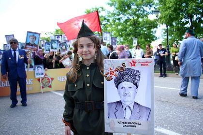 В акции «Бессмертный полк» в Грозном приняло участие свыше пяти тысяч человек
