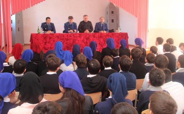 Межрайонный прокурор встретился с молодежью Ачхой-Мартановского района ЧР