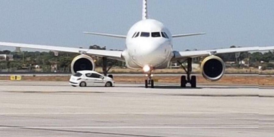 ВИспании столкнулись самолет илегковой автомобиль
