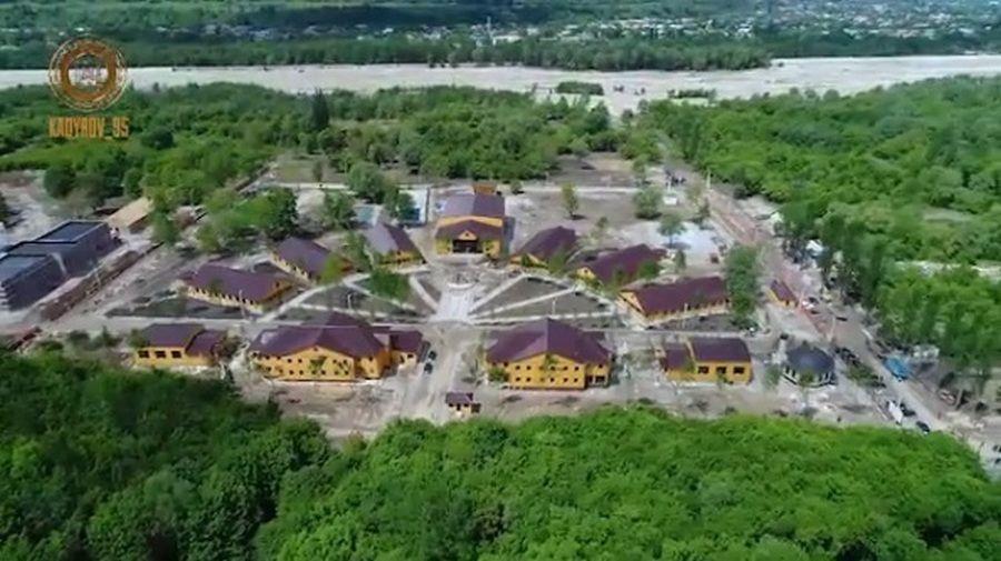 Р. Кадыров проинспектировал строительство детского лагеря в селе Сержень-Юрт