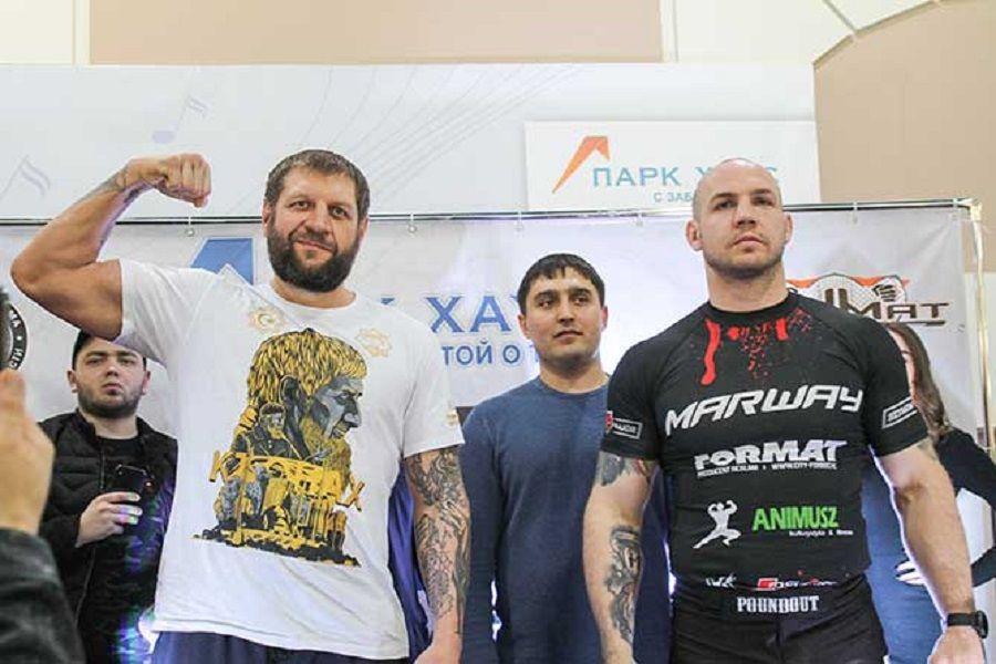 Александр Емельяненко нокаутировал Шимона Байора затри мин.