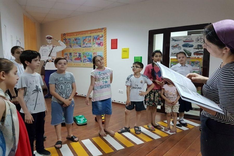 Юным посетителям детской библиотеки имени С.В. Михалкова рассказали о значении дорожных знаков