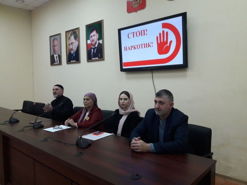 Представители ОП ЧР провели беседу о вреде наркомании с работниками культуры