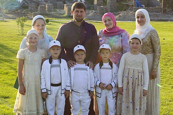 Рамзана Кадырова поздравляют с рождением сына