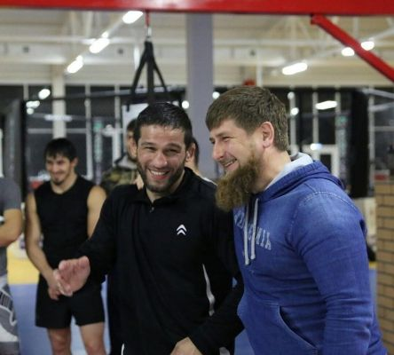 Рамзан Кадыров поздравил Шамиля Завурова с победой в поединке турнира Road FC 40
