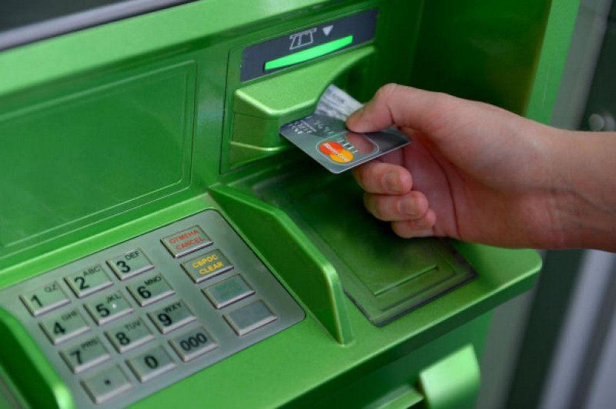 Сбербанк столкнулся со случаями вброса фальшивок в банкоматы