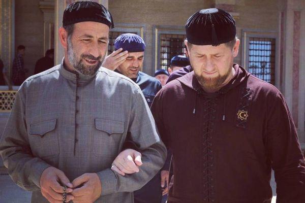 Рамзан Кадыров поздравил с днем рождения ректора РИУ имени шейха Кунта-Хаджи Кишиева - Абдурахима Мутушева