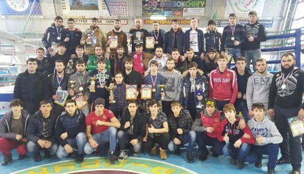 16 чеченских бойцов стали победителями чемпионата СКФО по кикбоксингу