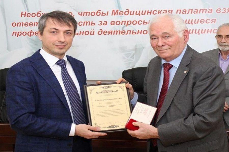 Леонид Рошаль вручил благодарственные письма чеченским врачам
