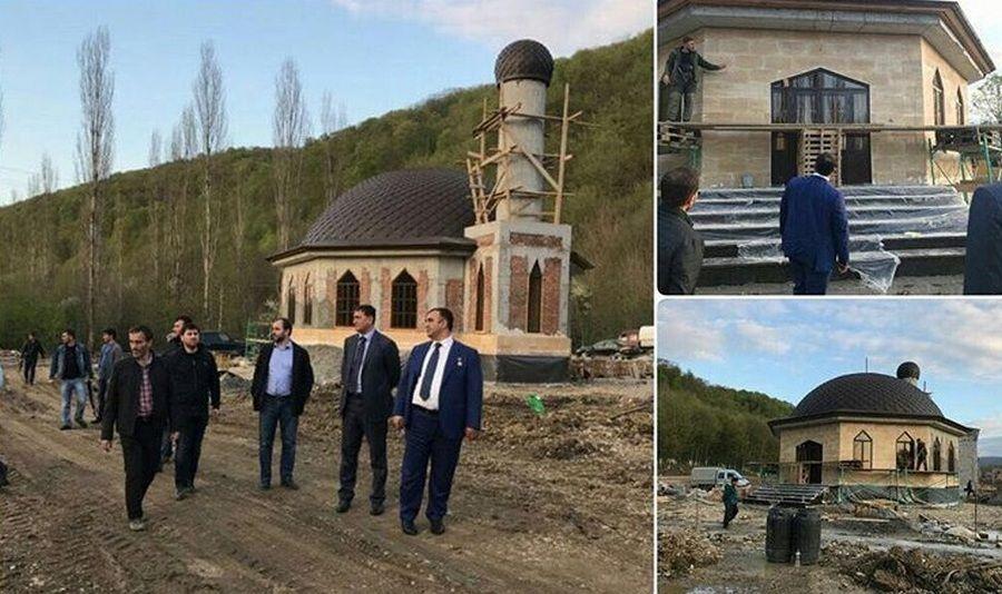 Мохмад Ахмадов проинспектировал строительство мечети на территории будущего детского лагеря «Горный ключ»