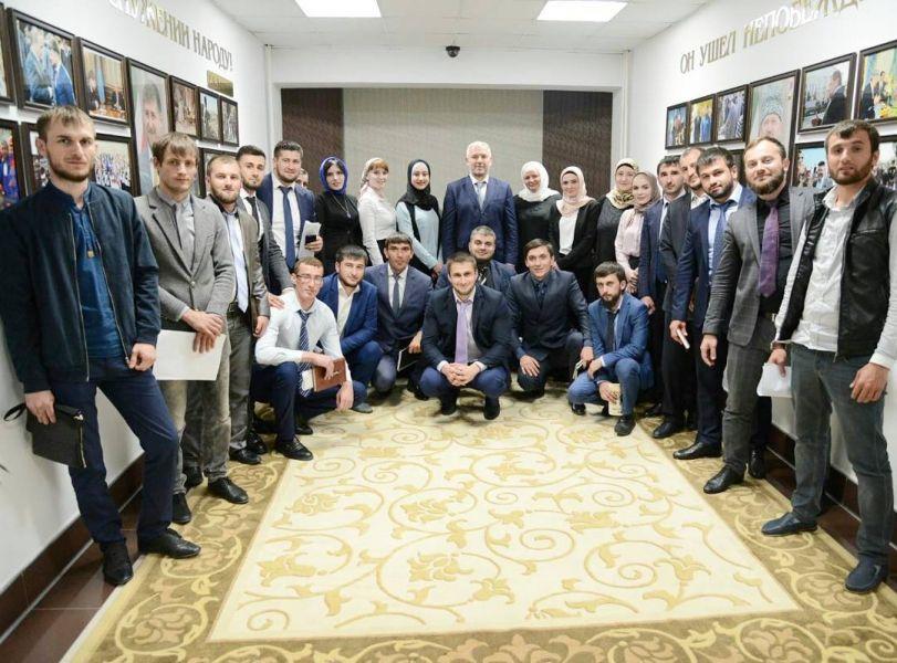 Исмаил Байханов встретился с молодыми педагогами