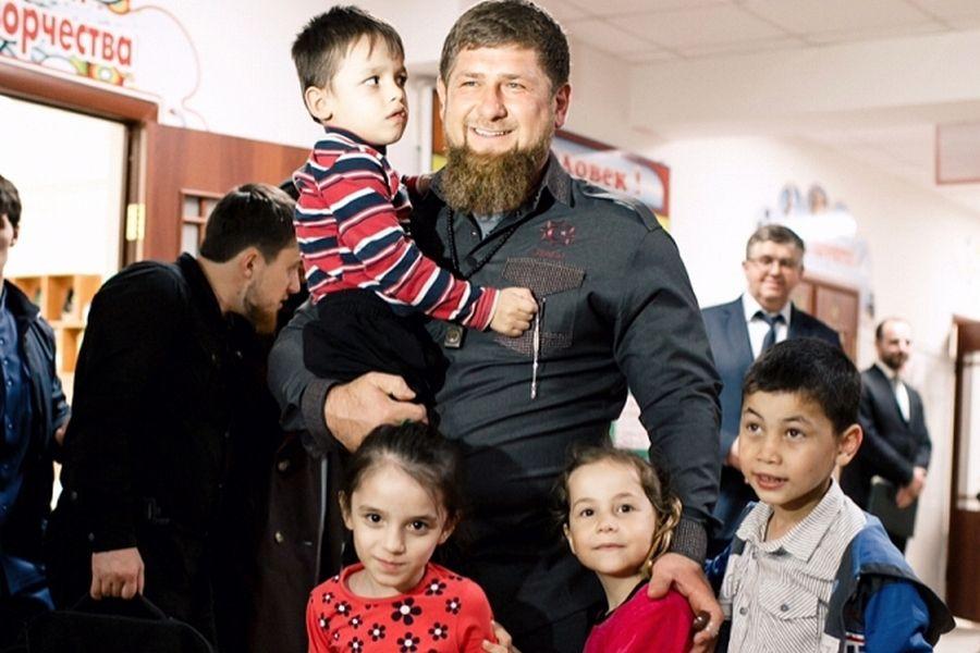 Поздравление Главы Чеченской Республики, Героя России Р.А. Кадырова с Международным днем защиты детей