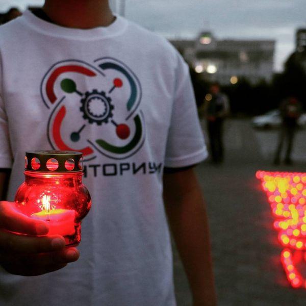 Около 1500 свечей зажгли в Грозном в честь Дня памяти и скорби