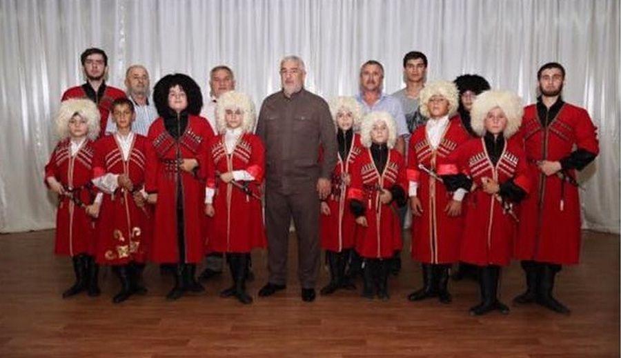 Глава Гудермесского района посетил репетицию ансамбля «Гумс»