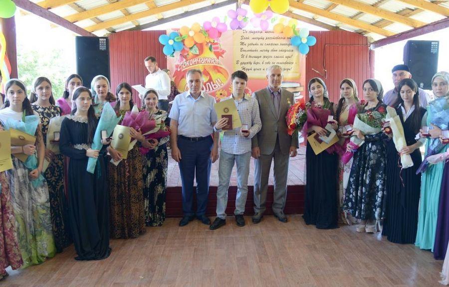 В Ачхой-Мартане чествовали лучших учителей и выпускников