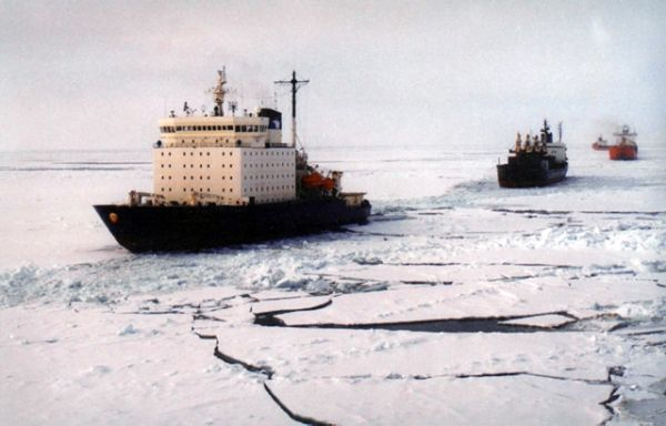 На Чукотке застряли четыре судна