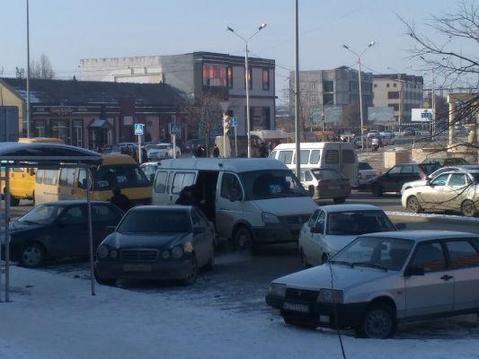 ОНФ в Чеченской Республике обратил внимание ГИБДД на случаи парковки автомобилей на остановках городского транспорта