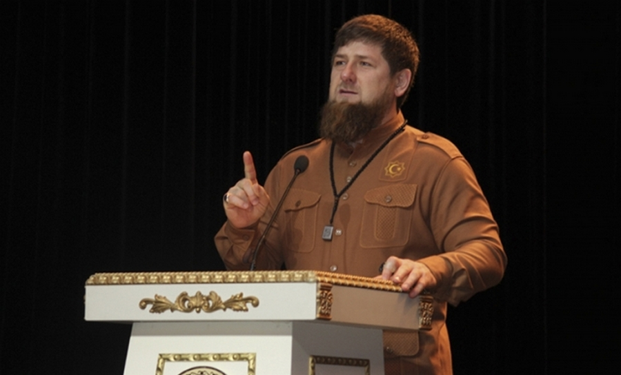 Кадыров: Приводить школьников наполитические акции— рушить их младенчество!