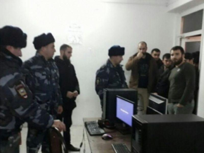 Чеченские полицейские проводят профилактические мероприятия с несовершеннолетними и их родителями