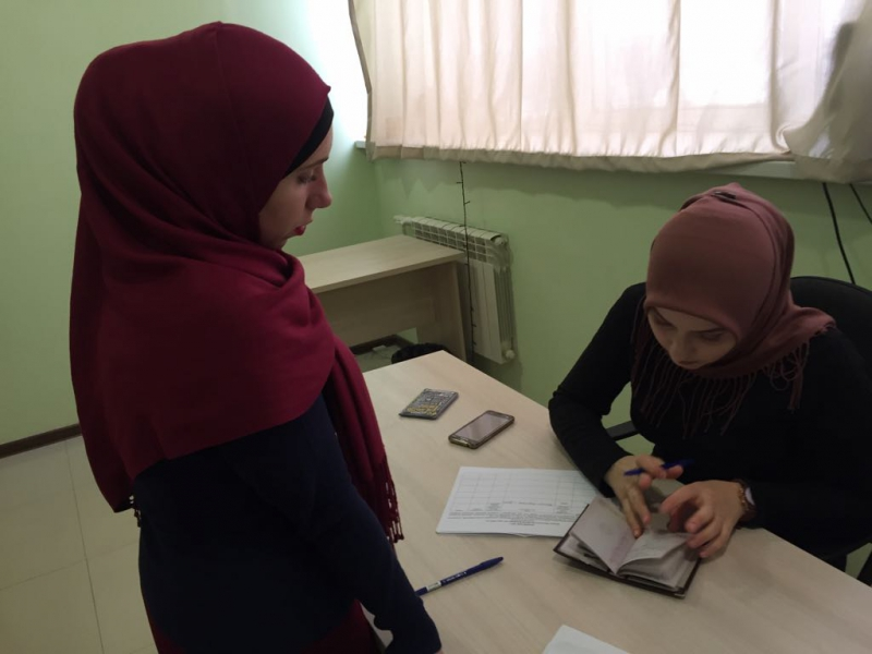 Активисты ОНФ в Чечне приняли участие в сборе подписей в поддержку выдвижения Путина кандидатом в президенты
