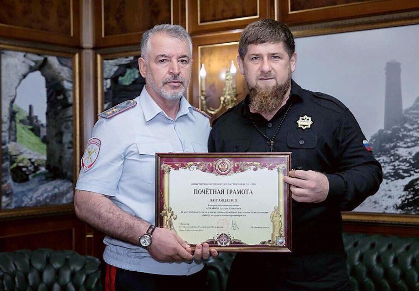 Рамзан Кадыров поздравил главу МВД ЧР с награждением Почетной грамотой МВД РФ