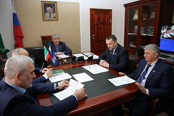 Хусейн Кадыров провел совещание по рассмотрению республиканского законопроекта