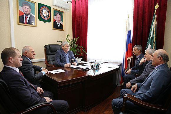 Асламбек Айдамиров провёл совещание с членами Комитета по вопросам социальной политики, здравоохранения и спорта