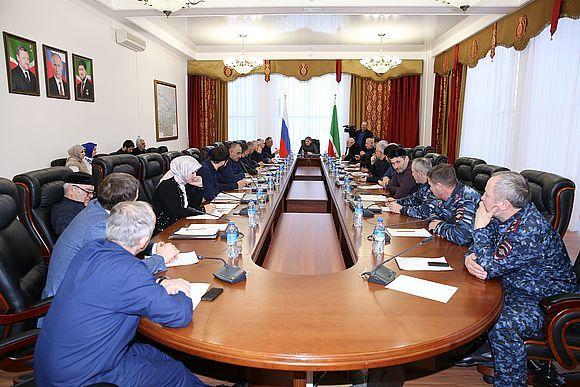 Роман Эдилов провёл расширенное заседание комитета