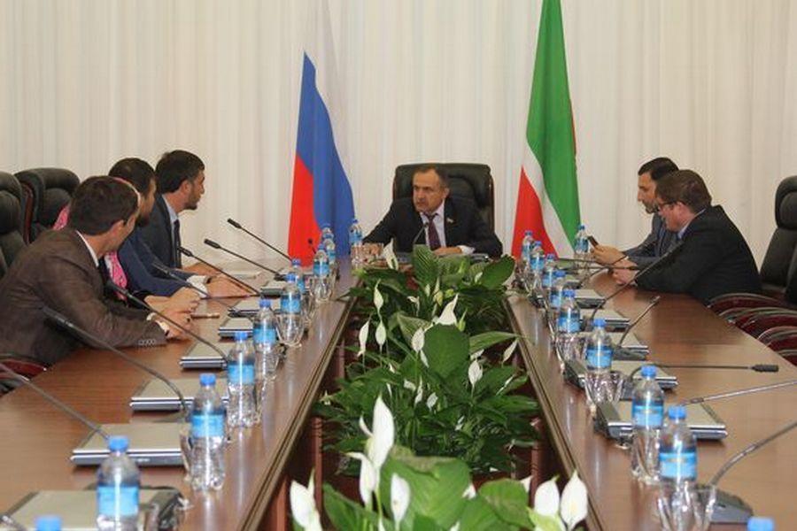 В Грозном обсудили ход строительства памятника ветеранам Афганской войны