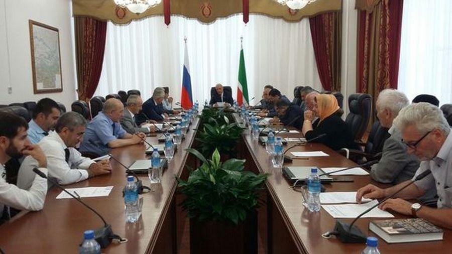 Депутат Б. Хазбулатов провёл заседание комитета по образованию, науке и культуре