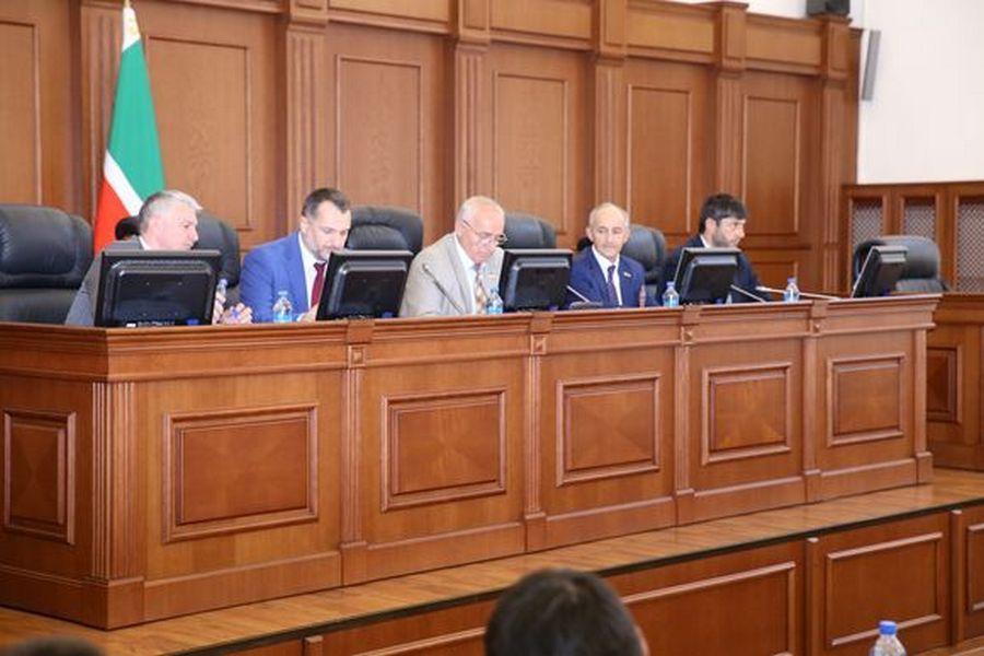В Парламенте ЧР обсудили вопросы развития высокогорных районов