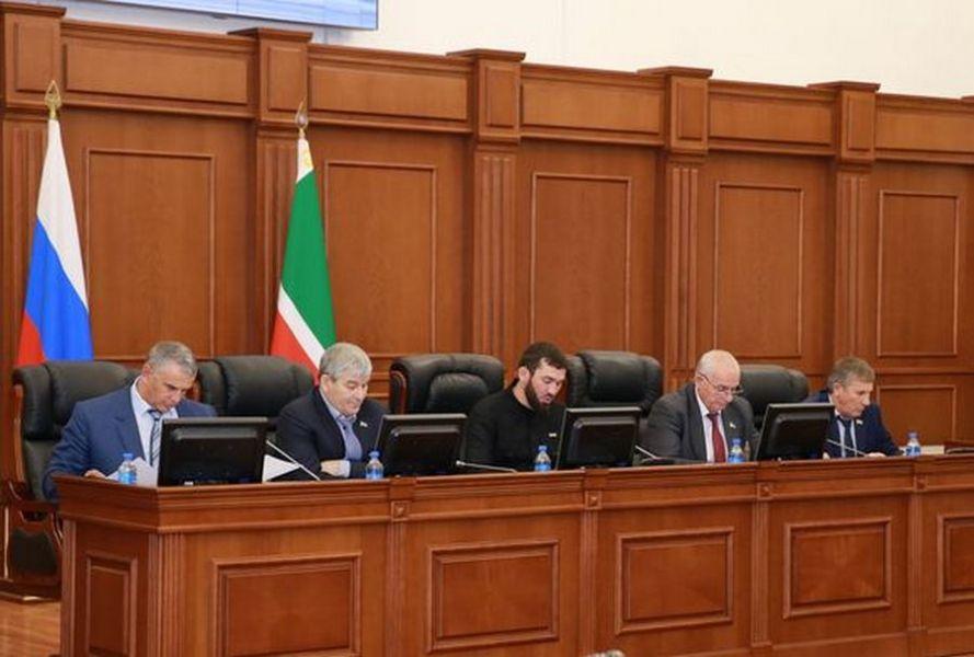 Ход расследования убийства Мухмада Асхабова обсудили в Парламенте ЧР