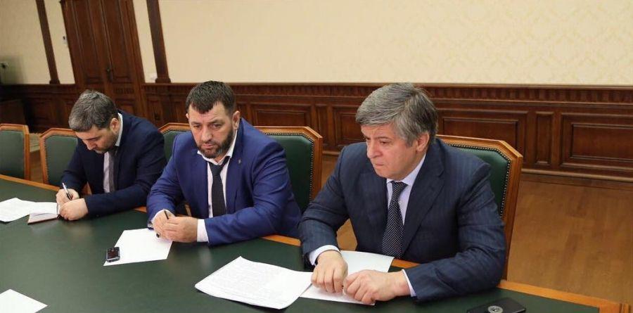 В Грозном обсудили реализацию проекта по расширению швейной фабрики в Надтеречном районе