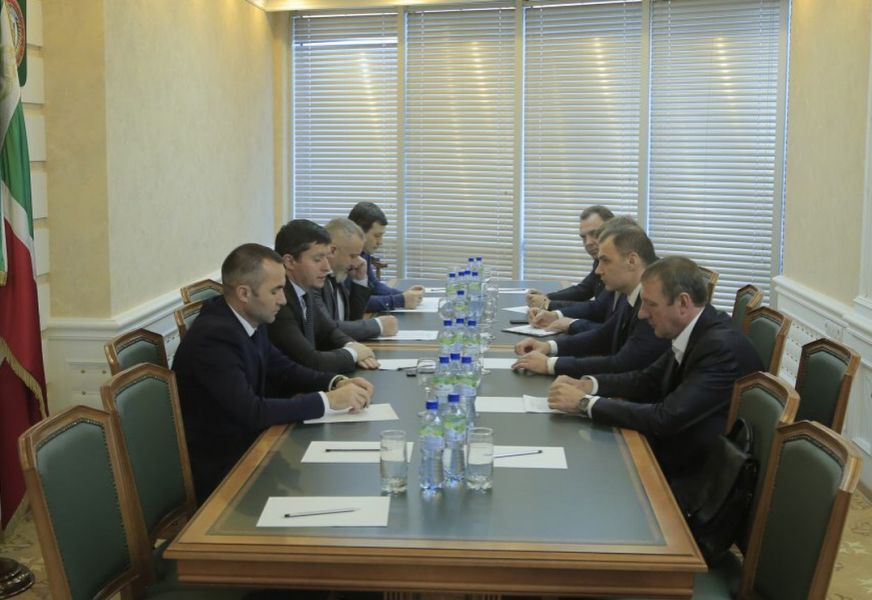 """В """"Чеченэнерго"""" обсудили вопросы технологического присоединения гостиницы «Канвас» и Международного Университета"""