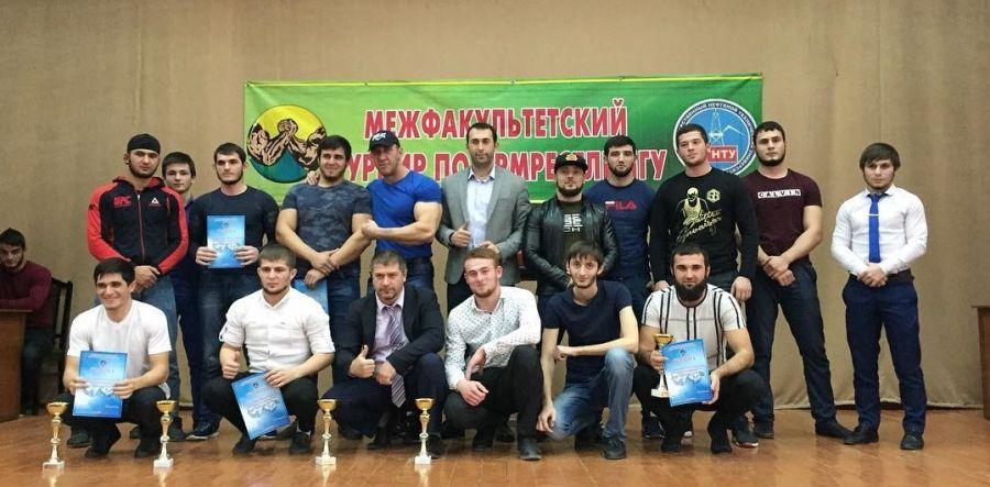 В ГГНТУ провели межфакультетский турнир по армрестлингу