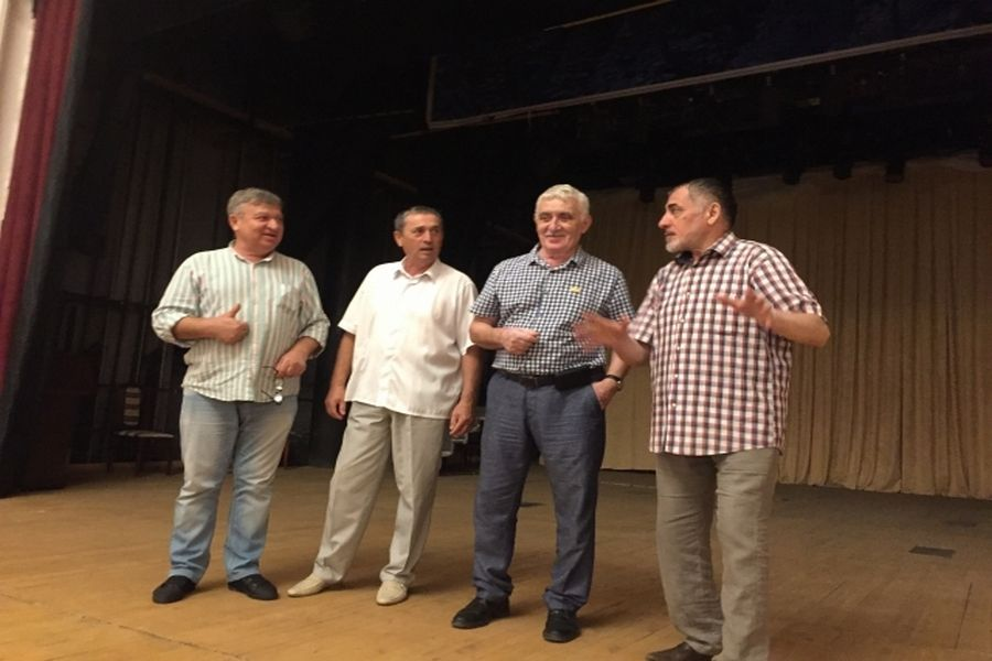 Сотрудникам Чеченского драмтеатра  им. Х.Нурадилова рассказали о значимости Дня чеченской женщины