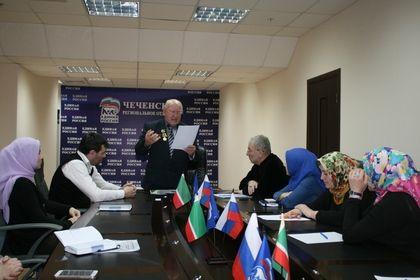 Поэт из Волгограда Василий Поляков посетил офис РИК Партии «Единая Россия».