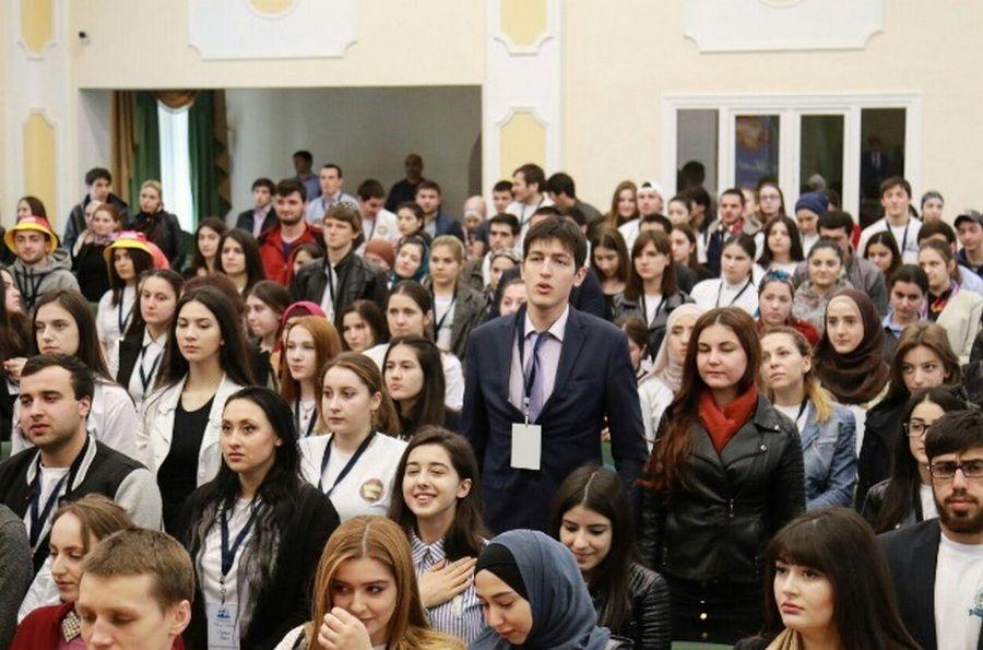 Чеченская молодежь участвует в Международном форуме в Махачкале