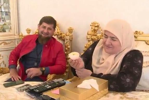 """""""Маму никто не заменит"""" - Р.Кадыров поздравил Аймани Насиевну с 8 марта"""