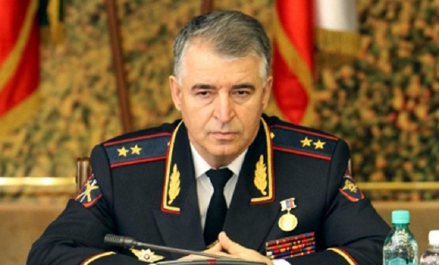 Министр МВД ЧР наградил участкового и жителя Грозного за задержание опасного преступника