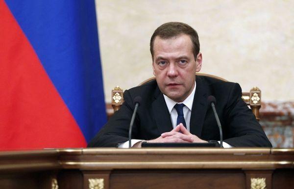 Медведев назвал ошибкой Обамы разрушение отношений с РФ и выразил надежду на их улучшение