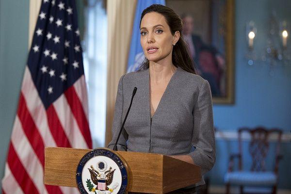 Анджелина Джоли выступила против иммиграционной политики Трампа