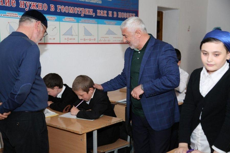 Усман Оздамиров проинспектировал школы села Илсхан-Юрт