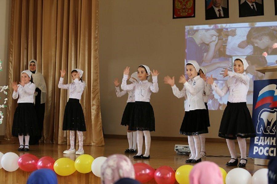 В спецшколе для детей-инвалидов по слуху в Грозном отметили Международный день глухих