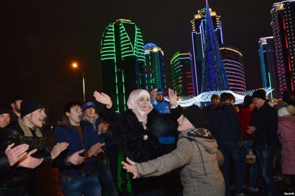 Есть жижиг-галнаш и танцевать лезгинку под елкой или как в Чечне встречают Новый год